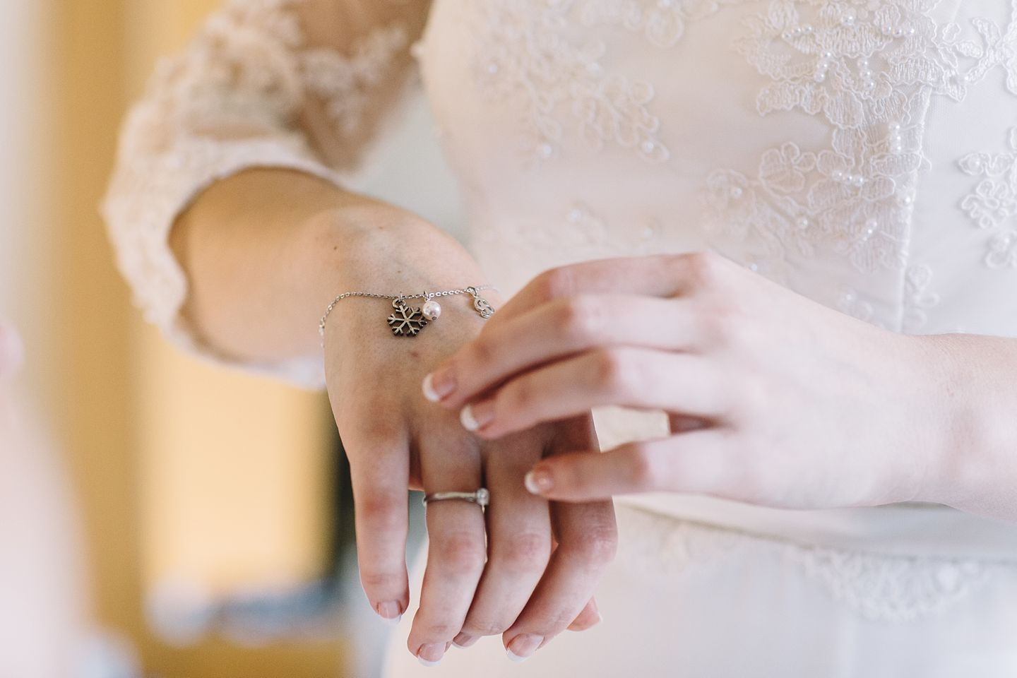 winter-bridal-prep-wedding-photography-vanessa-adams
